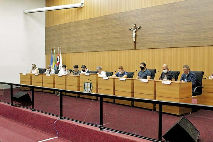 Sessão extraordinária foi realizada na segunda-feira (22)